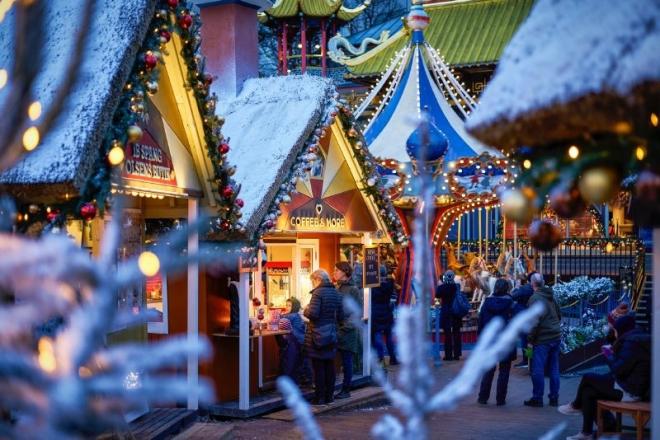 Compras navideñas en el mercado de navidad de Tivoli